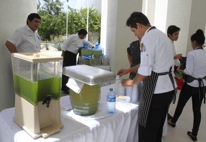A los participantes se les enseña sobre hotelería, gastronomía y turismo en general. (Sergio Orozco/SIPSE)