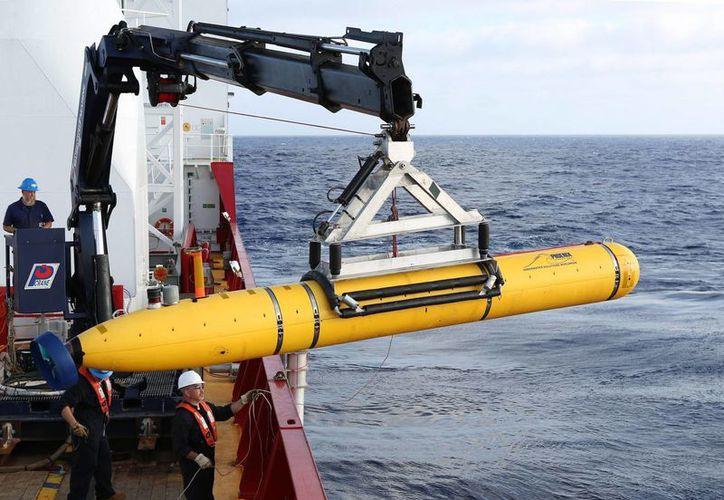 Fotografía de un Phoenix Vehículo Autónomo Subacuático (AUV) Artemis, el cual se usa para realizar operaciones de búsqueda del avión de Malaysia Airlines vuelo MH370 en un área del Océano Índico. (Archivo/EFE)