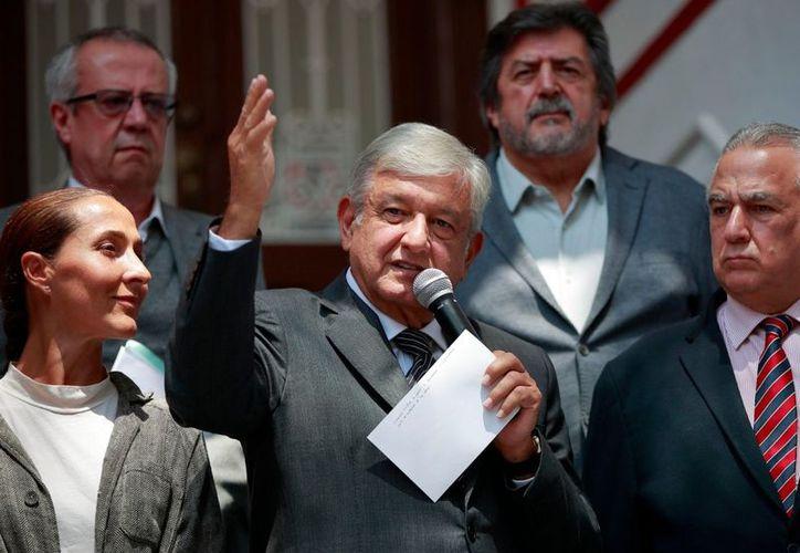 El presidente electo, Andrés Manuel López Obrador enviará una iniciativa de ley de austeridad de seguro médico. (Foto: informador.mx)