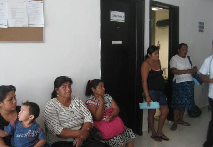 Menores de edad y adultos mayores son los pacientes más recurrentes en las unidades de salud de Bacalar. (Javier Ortiz/SIPSE)
