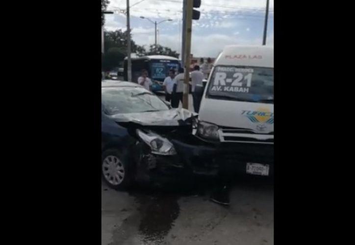 Paramédicos de los Ángeles Verdes arribaron para dar atención médica. (Redacción)
