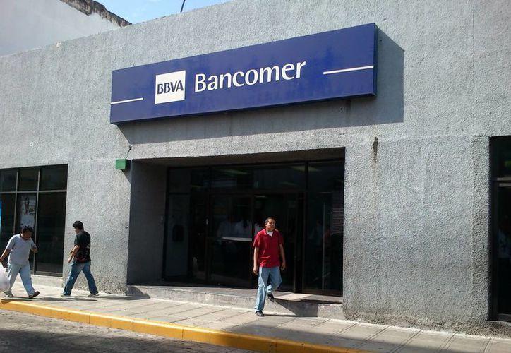 Los clientes de Bancomer ya no tienen inconveniente en realizar sus operaciones en todas las sucursales y cajeros. (Johnny Echeverría/SIPSE)