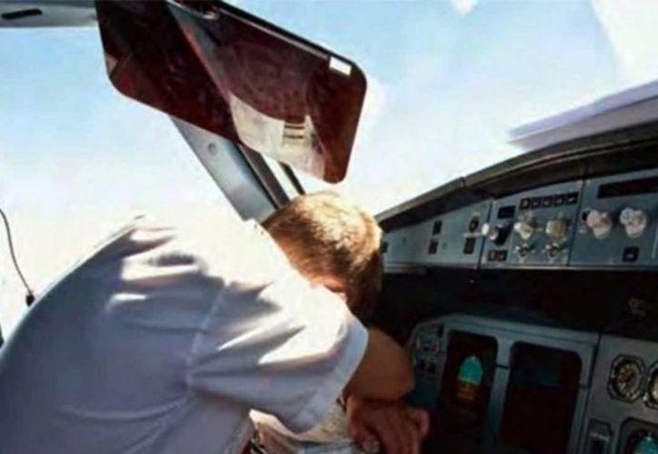 Las grabaciones del control de tráfico aéreo revelaron que se hicieron varias llamadas por radio al piloto que no fueron respondidas. (Excélsior)