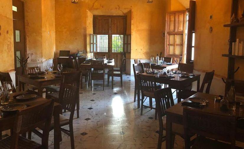 Los establecimientos de comida que aún no cierren sus puertas y siguen en funcionamiento realizan todas las medidas higiénicas. (Foto de contexto/Novedades Yucatán)