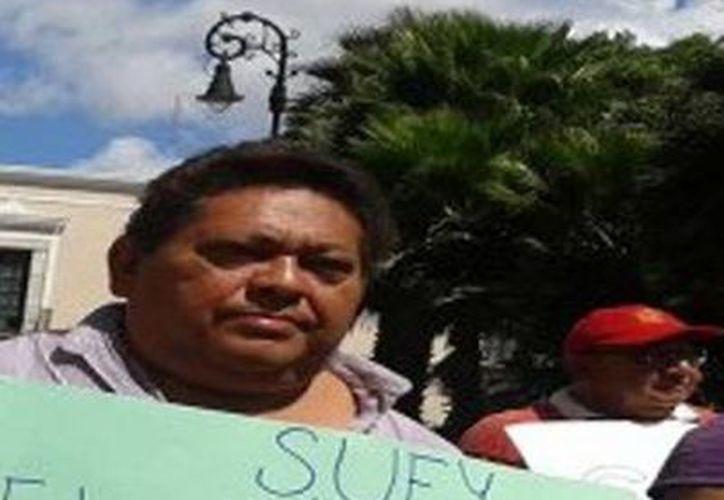 Los músicos se manifestaron ayer frente al Palacio Municipal. (Milenio Novedades)