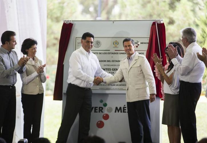 Peña Nieto inauguró las obras de los Puentes Gemelos, el bulevar Armando Castillo y el bulevar Guadiana  en la capital duranguense. (Presidencia)