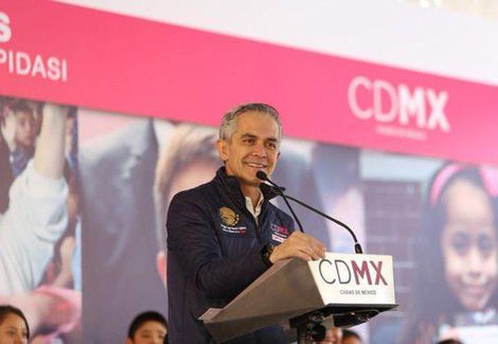 Mancera celebró que en los acuerdos se logró romper la inercia de aumentos de uno o dos por ciento. (Foto: Milenio)