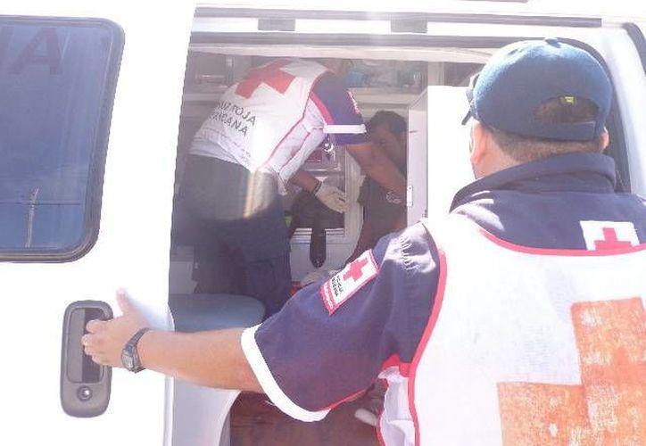 El traslado del bebedor consuetudinario al Centro de Salud de Progreso. (Manuel Pool/SIPSE)