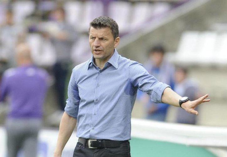 """""""Es cumplir un sueño: llegar a ser el entrenador de un equipo grande como el Valencia. Pero también una gran responsabilidad por lo que esto requiere"""", indicó serbio Miroslav Djukic."""