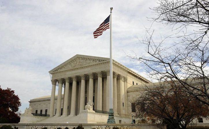El Tribunal Supremo bloqueó de manera indefinida la propuesta de alivio migratorio que desde 2014 impulsó el presidente Obama. (EFE)