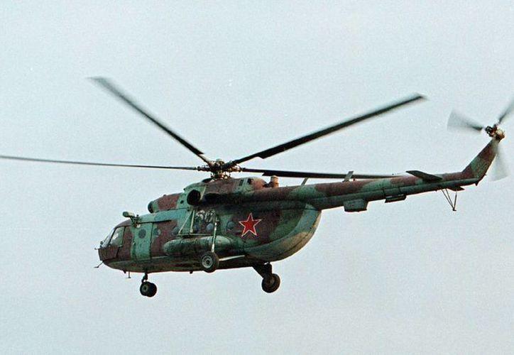 Foto de archivo de un helicóptero Mi-8 similar al que fue derribado en Siria. Un vocero de la presidencia rusa dijo que sus ocupantes murieron. (AP Foto/Musa Sadulayev, File)