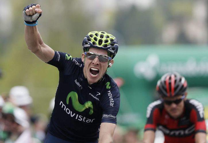 Rui Alberto Costa (i) celebra su victoria en la Vuelta a Suiza. (EFE)