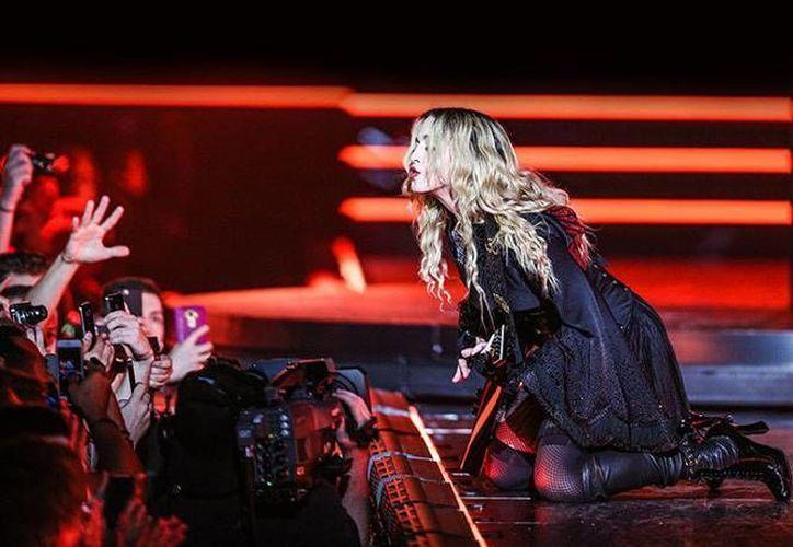 Madonna anda en mala racha, para demostrarlo basta el ridículo concierto que ofreció recientemente en Australia donde se vio visiblemente alcoholizada. (Archivo AP)