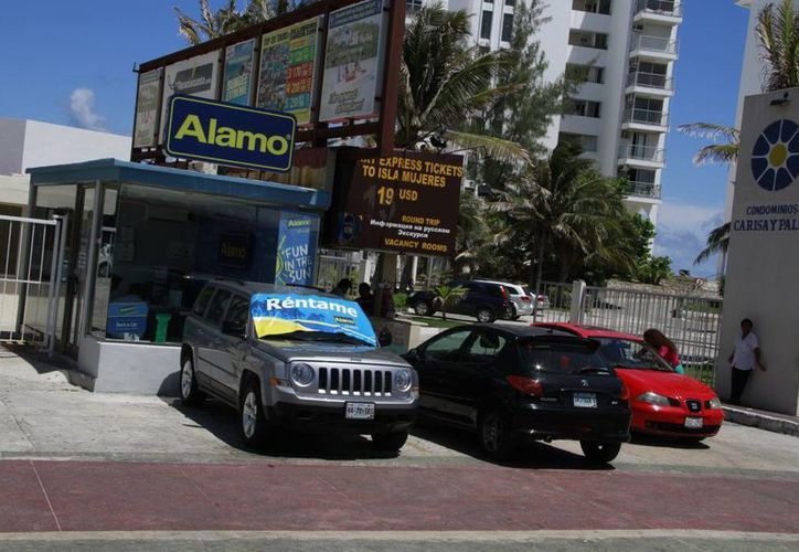 La mayoría de los problemas de tránsito son por conducir a exceso de velocidad. (Tomás Álvarez/SIPSE)