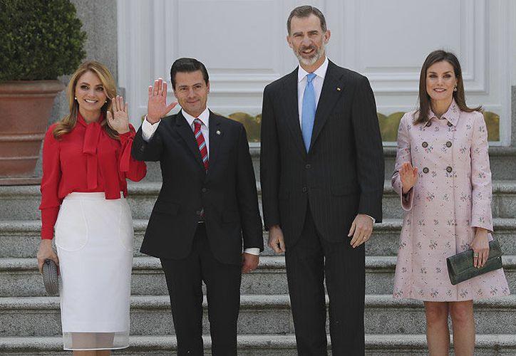 Rivera y Peña fueron recibidos por el rey Felipe VI y la reina Letizia. (Foto: Hola!)