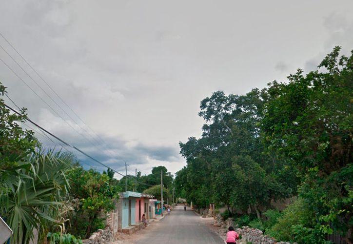 En Chichimilá, un hombre se robó una patrulla, pero luego la estrelló contra una barda. La imagen, de una calle del pueblo, está utilizada solo con fines ilustrativos. (Google Street View)