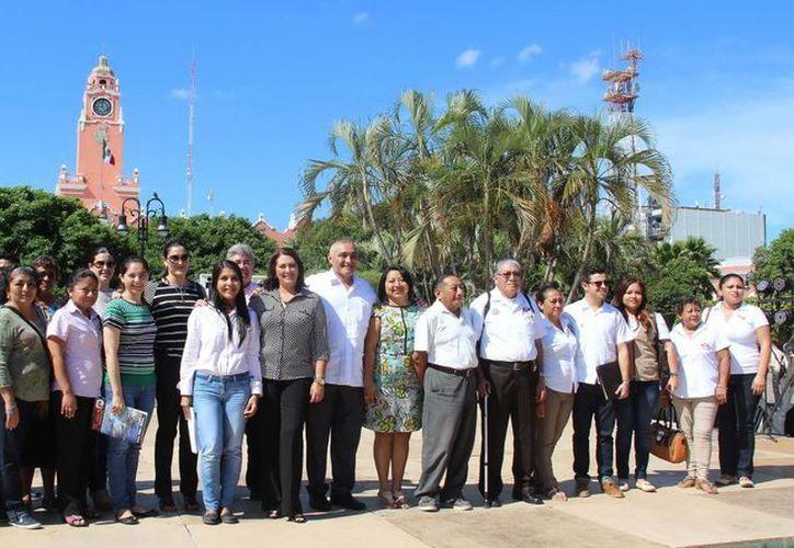 La delegación campechana recorrió a pie el Centro Histórico para conocer más acerca de los lugares turísticos de Mérida. (Milenio Novedades)