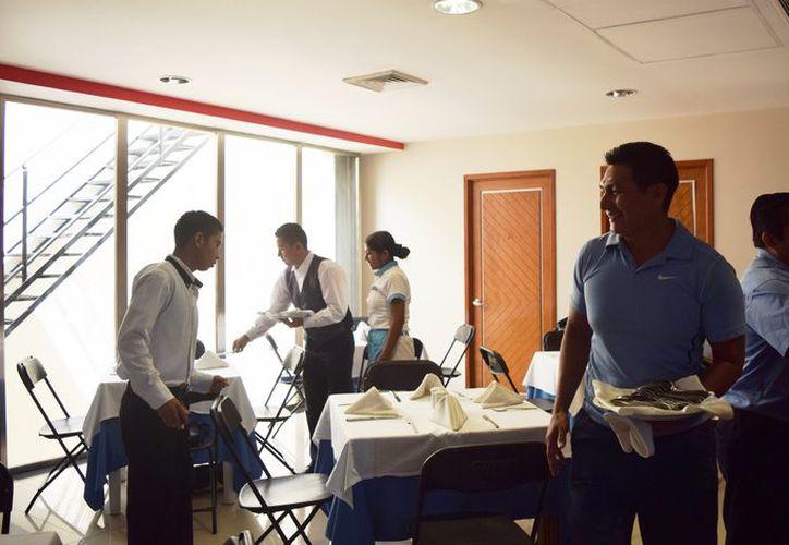 Los salarios oscilan entre los 6 mil a 10 mil pesos para los obreros, dependiendo de los puestos que ocupen. (Foto: Adrián Barreto/SIPSE).