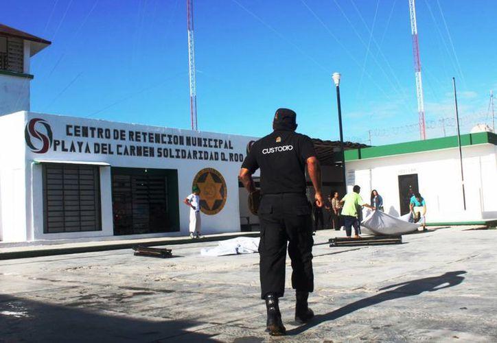 Cien internos de la cárcel de Solidaridad acuden a sesiones con un psicólogo y un médico general. (Daniel Pacheco/SIPSE)
