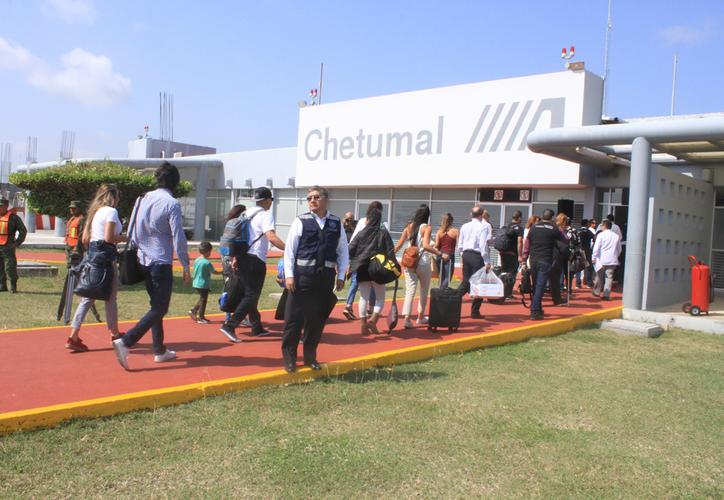 De acuerdo con las estadísticas de ASA, el aeropuerto de Chetumal se encuentra en la quinta posición con mayor movimiento de turistas nacionales. (Daniel Tejada/SIPSE)