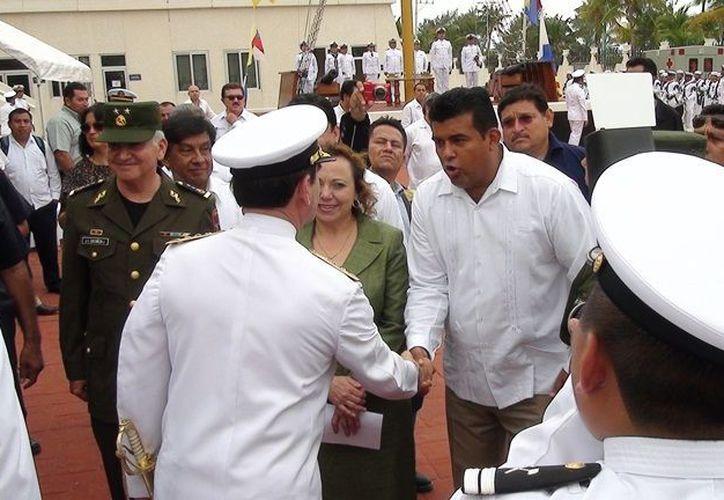 Las autoridades después de la ceremonia de Entrega-Recepción del Mando de Armas. (Lanrry Parra/SIPSE)