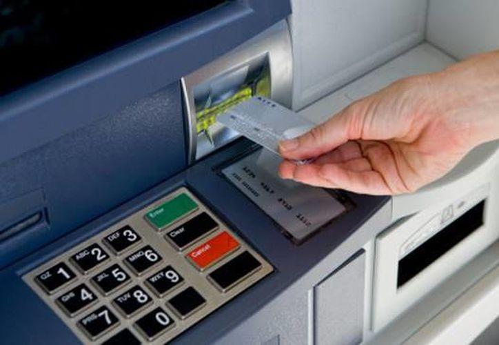 Tu NIP es la llave de acceso a tu dinero, por lo que no debes de compartirlo con nadie. (Contexto/Internet)