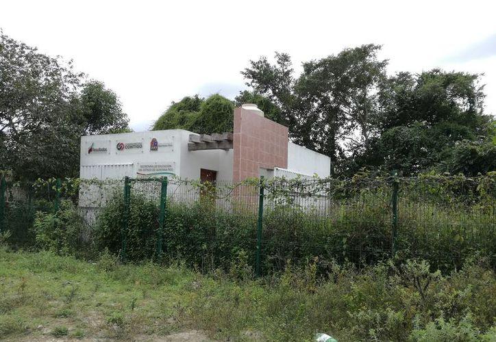 Habitantes de la localidad advirtieron a las autoridades que las construcciones se realizaban en un terreno pantanoso. (Javier Ortiz/SIPSE)