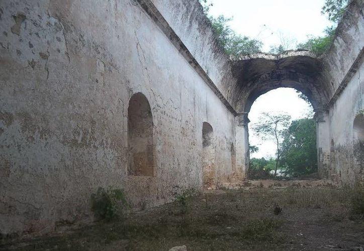 Varias ex haciendas, actualmente derruidas, tienen en sus cimientos tumbas ocultas de cementerios clandestinos. (Jorge Moreno/SIPSE)