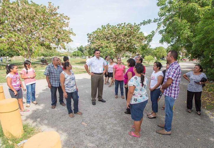 Rolando Zapata Bello giró instrucciones para realizar obras de limpieza en las calles y áreas verdes en el parque de los Scouts (Milenio Novedades)