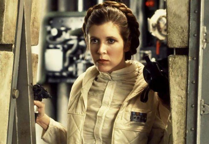 La actriz sufrió el paro cardíaco, 15 minutos antes del aterrizaje del avión que cubría un vuelo de Londres a Los Ángeles.(Archivo/AP)