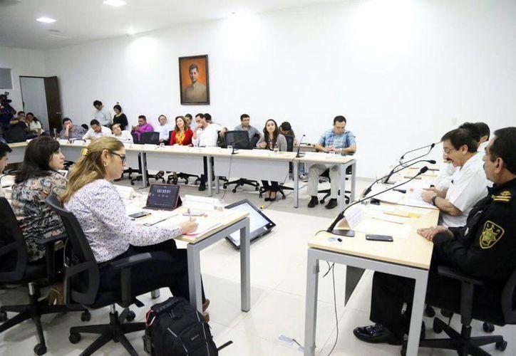 Los titulares de SSP y FGE comparecieron ante el Congreso del Estado para la Glosa del IV Informe de Gobierno. Según ellos, la gente percibe a Yucatán como el estado más seguro. (Milenio Novedades)