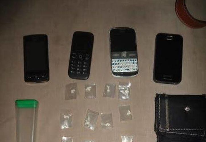 El sujeto llevaba consigo 12 bolsas cerradas, que contenían fragmentos de piedra, conocida como crack. (Redacción/SIPSE)