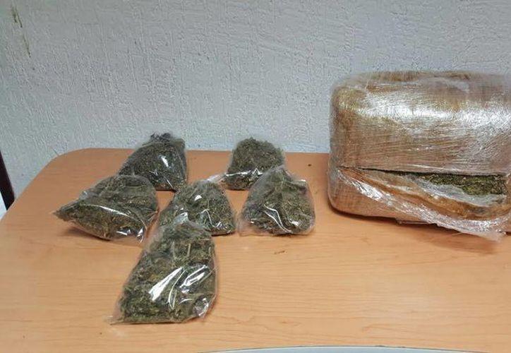 El sujeto llevaba consigo alrededor de cinco kilogramos de droga al momento de ser detenido. (Redacción/SIPSE)