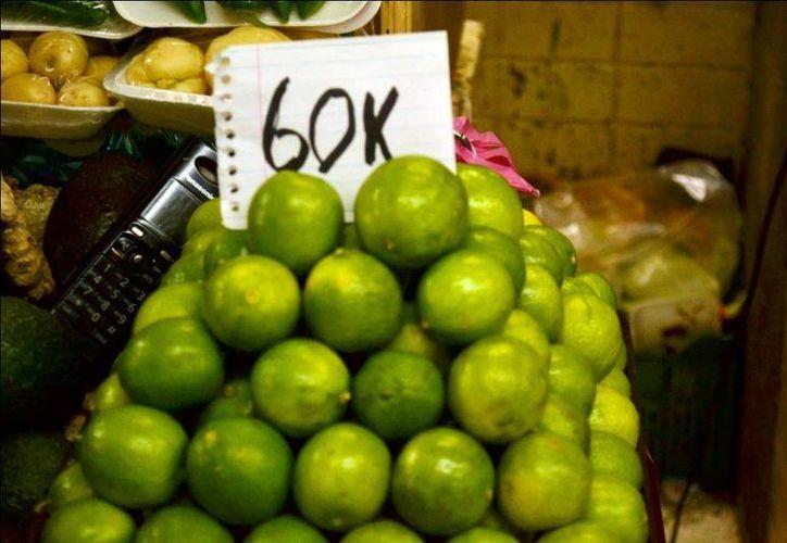 Las lluvias en Colima registradas en los meses de noviembre y diciembre mermaron la producción del limón y ocasionaron el alza en el precio. (Archivo/Notimex)