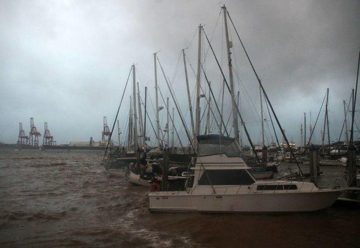 Vista de la ciudad de Ensenada durante la tormenta en el estado mexicano de Baja California. (Archivo/EFE)
