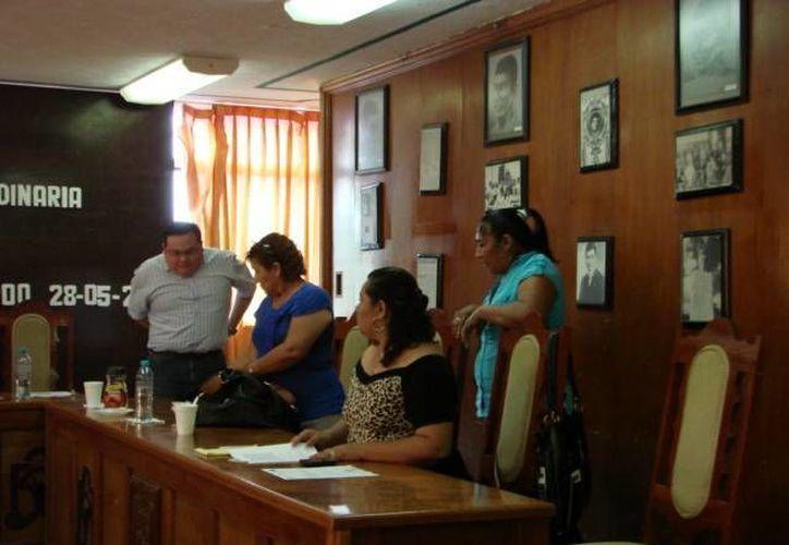 Las regidoras abandonaron la reunión sin llegar a acuerdos sobre los temas abordados. (Manuel Salazar/SIPSE)