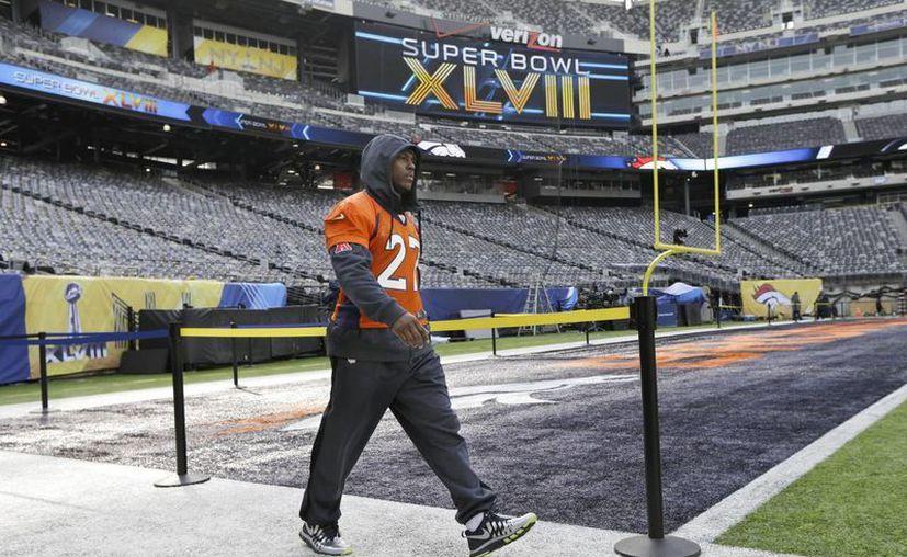 Knowshon Moreno de los Broncos de Denver camina por el estadio MetLife durante la mañana del sábado. (Foto: Agencias)