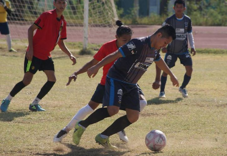 Real Sarmiento perdía 2-0, pero en un par de minutos rescató la igualada. (Ángel Villegas/SIPSE)
