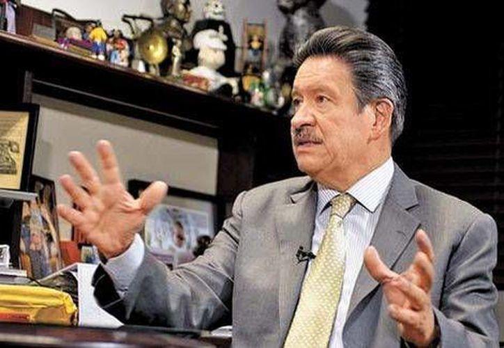 Carlos Navarrete, presidente del PRD, en la entrevista con Carlos Marín (fuera de foco) para El Asalto a la Razón. (Foto: Martín Salas/Milenio)