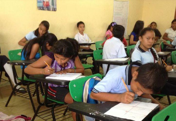 Con la ayuda se puede surtir a los alumnos de útiles escolares, mochilas, libros y uniformes. (Tomás Álvarez/SIPSE)