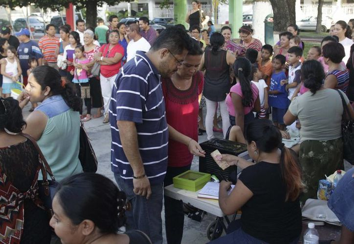 Sandy logro recolectar en un día la cantidad de 74 mil de los 100 mil pesos, demostrando la bondad de los capitalinos. (Benjamín Pat/SIPSE)