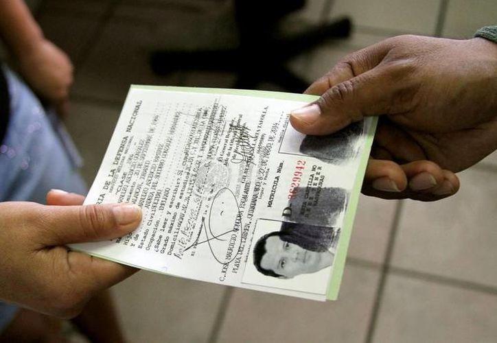 Buena respuesta de jóvenes yucatecos a la convocatoria de Sedena. (Foto: Milenio Novedades)