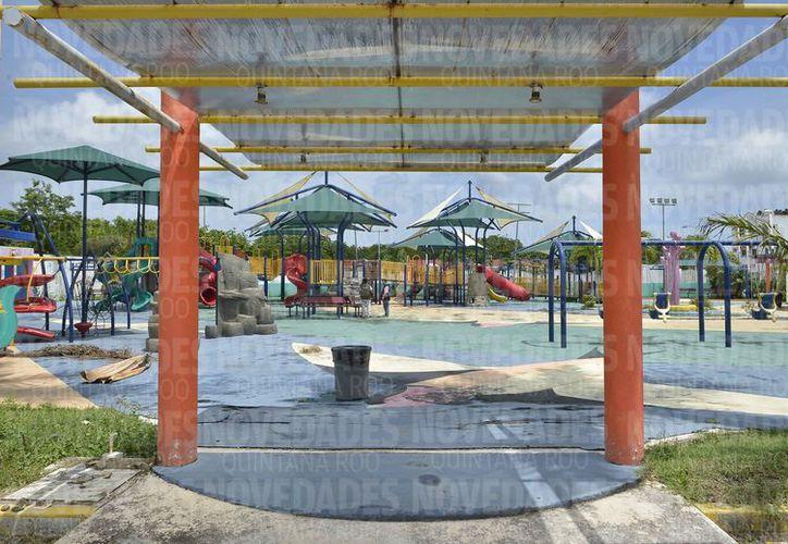 Se nota el deterioro de las instalaciones del parque. (Gustavo Villegas/SIPSE)