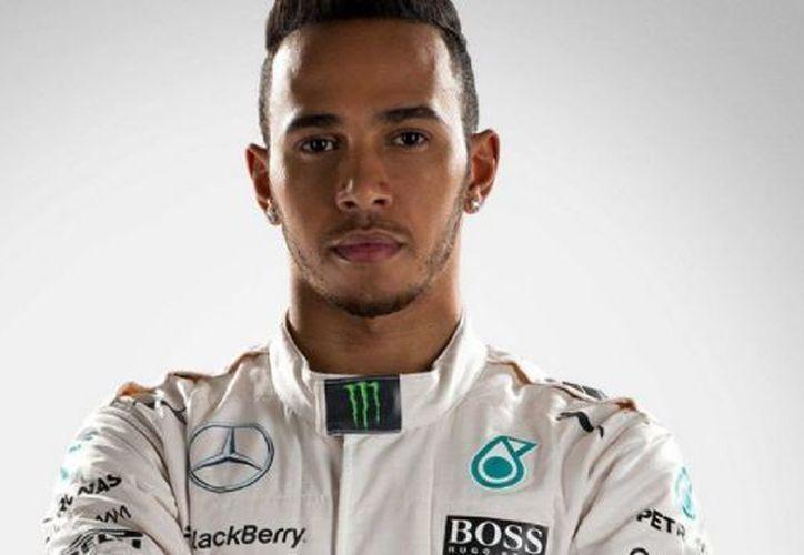 Lewis Hamilton de Mercedes volvió a ser el más rápido sobre el circuito. (Contexto/Internet).