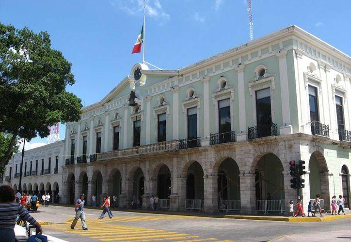 Entre los estados menos endeudados respecto a su PIB están Tlaxcala con un nulo porcentaje, Campeche con 0.1 por ciento, Querétaro con 0.5, Tabasco con 0.9 y Yucatán con 1.0 por ciento. (wikipedia)