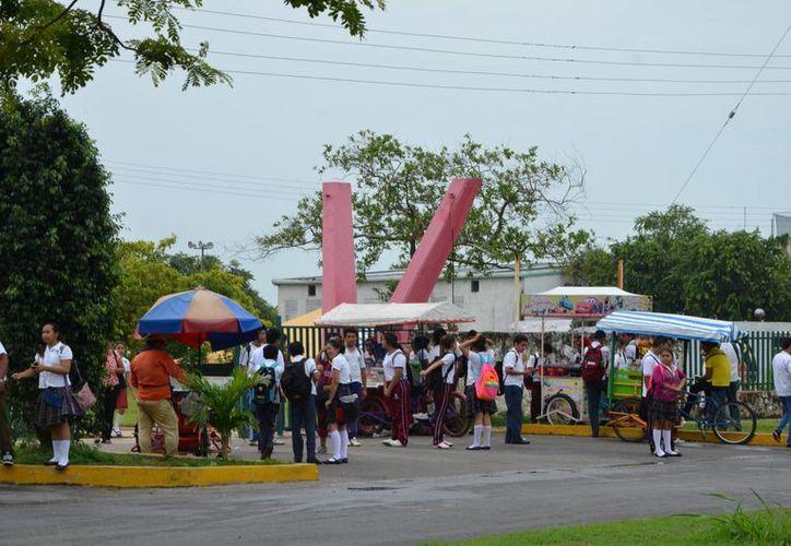La mayor parte se concentra en los municipios de Benito Juárez con 142 mil 094 alumnos, Othón P. Blanco con 46 mil 599. (Redacción/SIPSE)