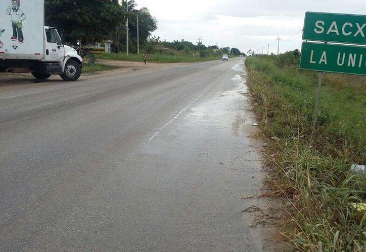 Cuando inicia la cosecha   de caña, el tránsito se incrementa en la carretera.  (Fotos: Juan rodríguez/ SIPSE)