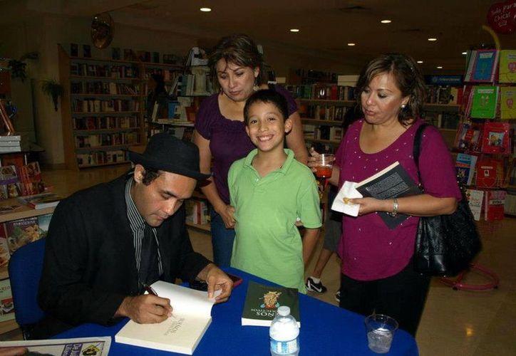 Fausto Lozano firmará sus libros a todos los lectores. (SIPSE)