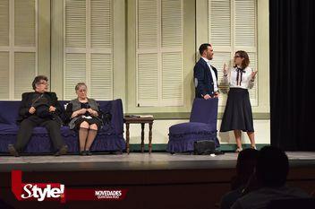 """""""Cosas de mamá y papa"""" en el Teatro de Cancún"""