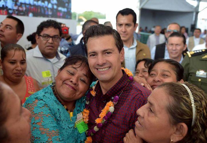 Peña Nieto se reunió en el estado de Hidalgo con beneficiarios de programas sociales del gobierno federal. (Presidencia)